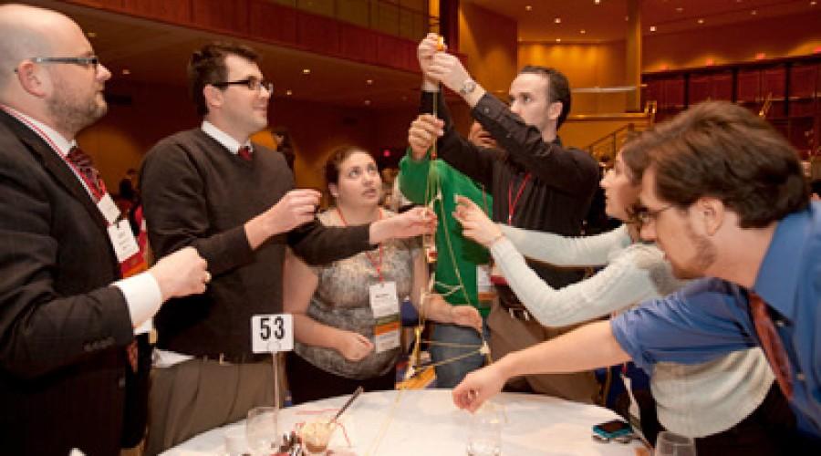 Actividades de team building: Construir una torre con spaguethi.